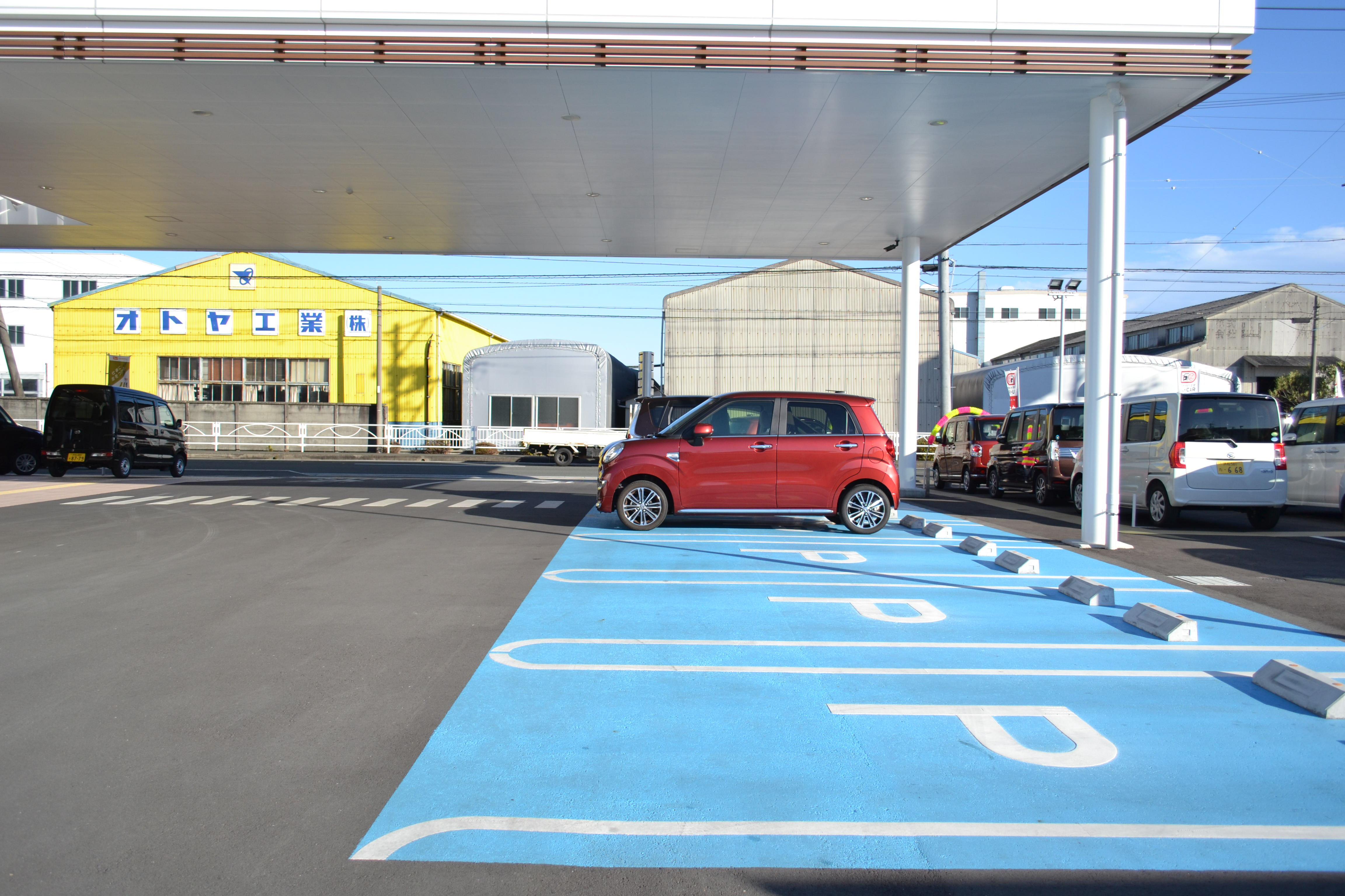 ご来店の際、すぐに駐車場とわかるように緑に色分けしております