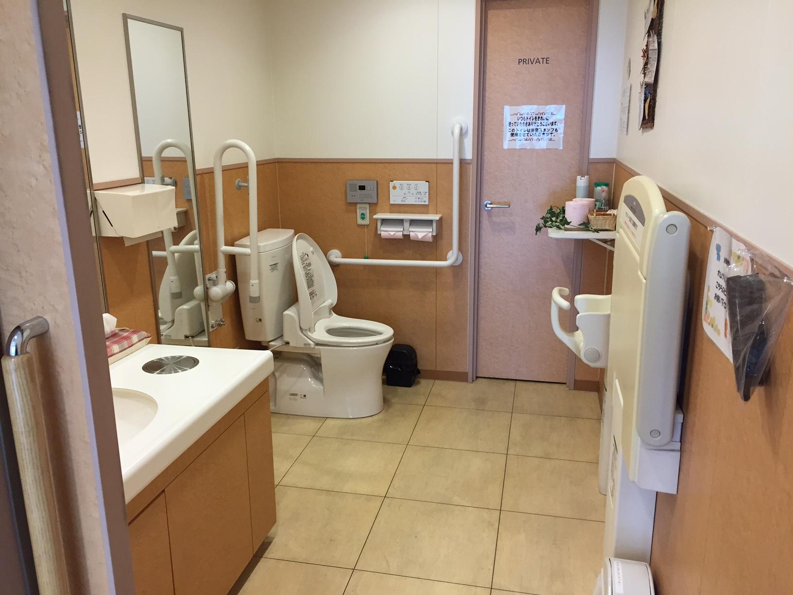 清潔でキレイなお手洗い車椅子の方でもゆったりご利用いただけます