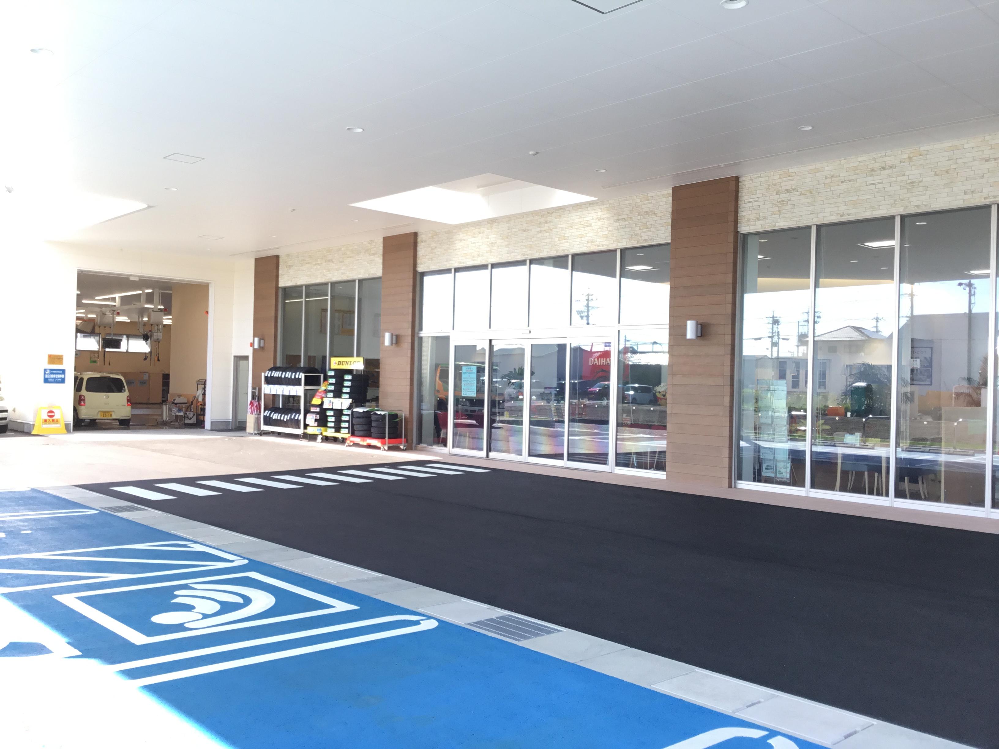 新しい店舗になり入口までの階段がなくなりました(*^^*)