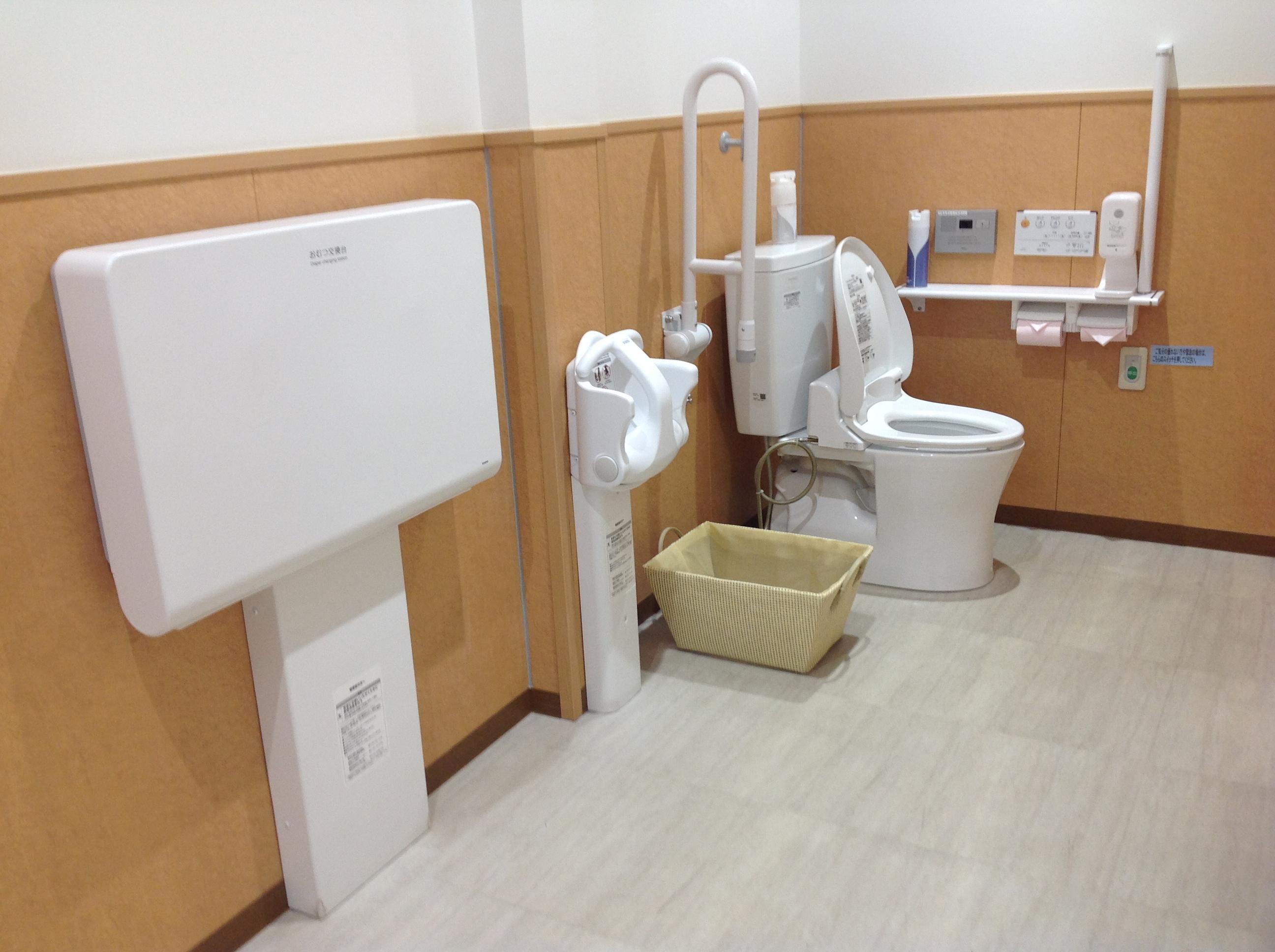 清潔でキレイなお手洗い多機能トイレも完備しています。