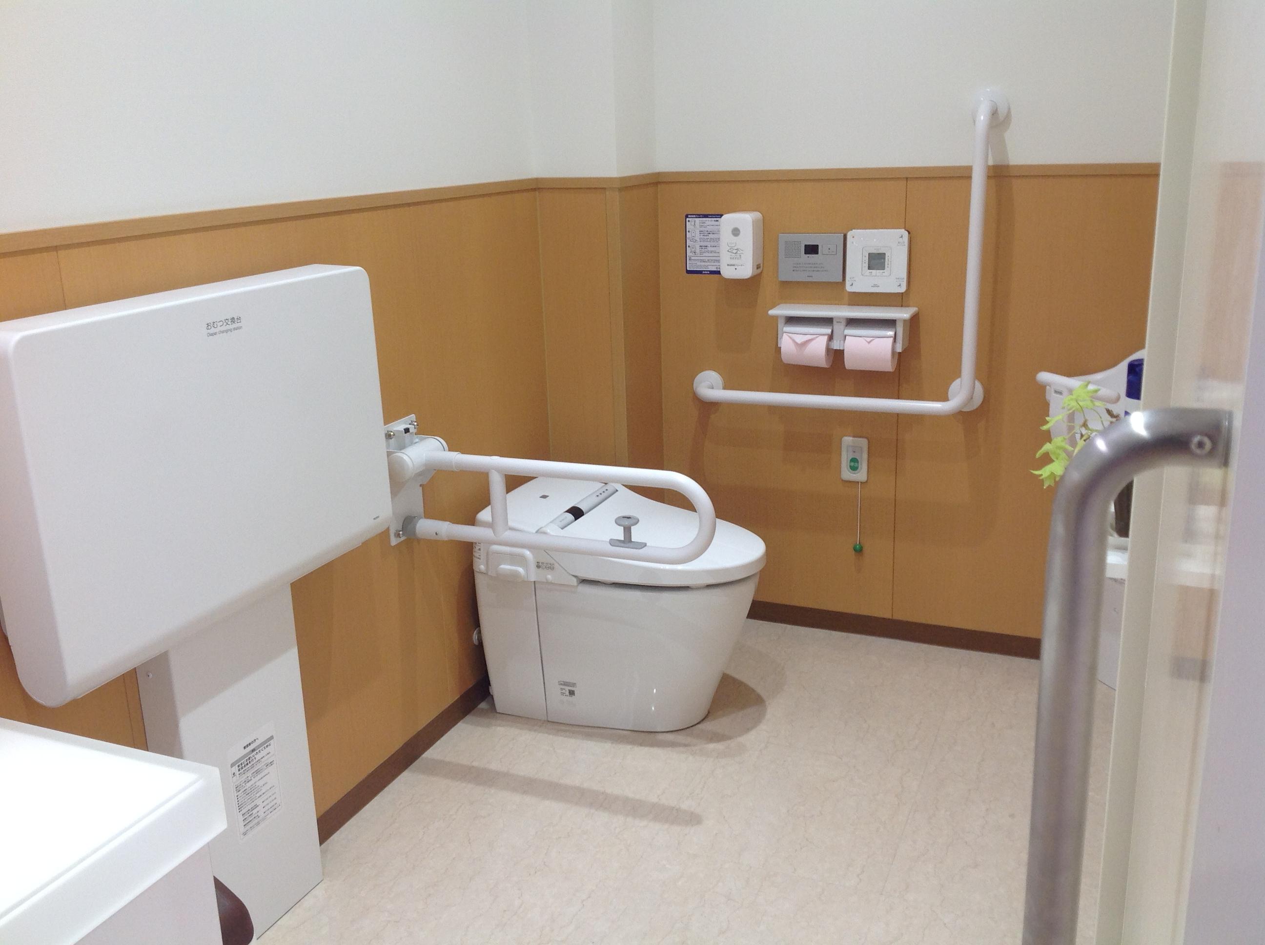 清潔でキレイなお手洗い 多機能トイレも完備